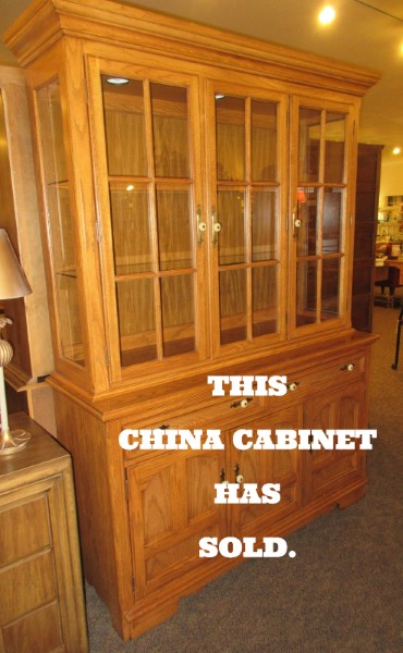 LIGHTED THOMASVILLE CHINA CABINET | This Is An Oak China Cabinet Made By  Thomasville. The