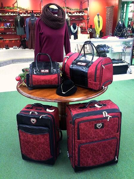 Brighton luggage set   omt! divine resale